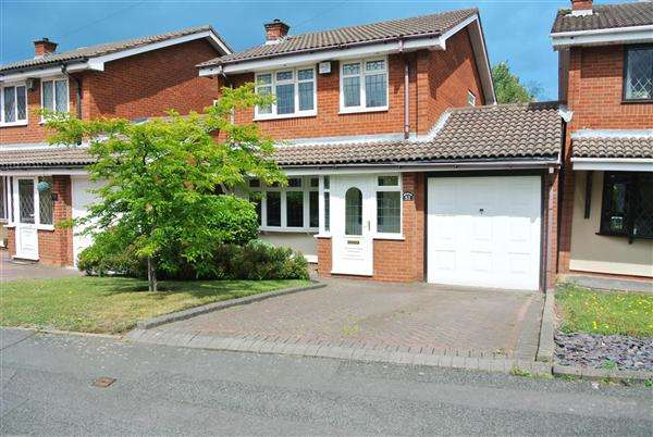 3 Bedrooms Detached House for sale in Whitworth Drive, West Bromwich