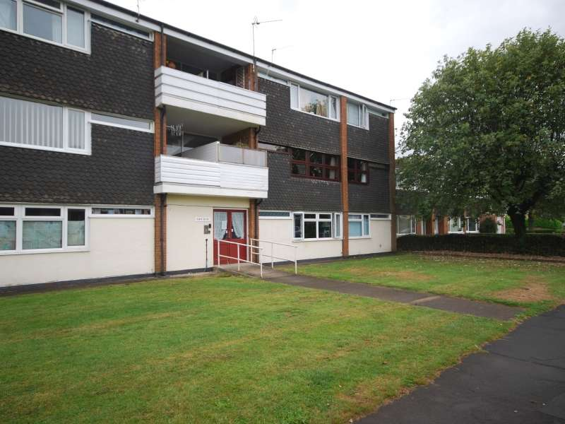 2 Bedrooms Flat for sale in Longbridge, Ponthir, Newport, South Wales. NP18 1GT