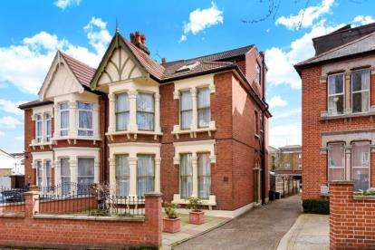 5 Bedrooms Semi Detached House for sale in Hillcrest Road, South Woodford, London