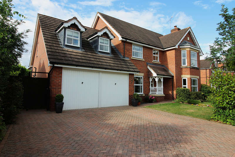 4 Bedrooms Detached House for sale in Teasel Way, Worcester, Worcester, WR3