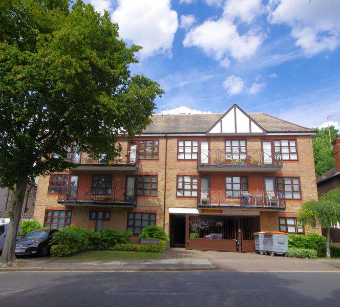2 Bedrooms Flat for sale in WOODSIDE LANE, NORTH FINCHLEY, N12