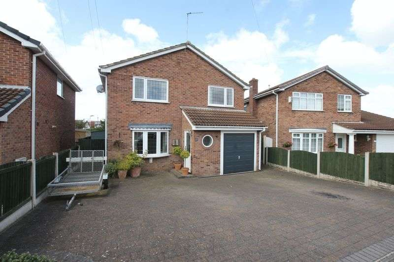 4 Bedrooms Detached House for sale in Dale View Close, Pensby, Wirral