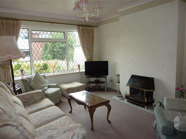 2 Bedrooms Semi Detached Bungalow for sale in THE OVAL, SCARTHO, GRIMSBY