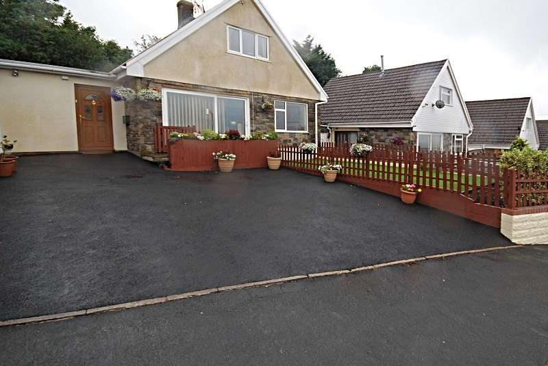 4 Bedrooms Detached House for sale in Cotswold Way, Risca, Newport, South Wales. NP11 6QT