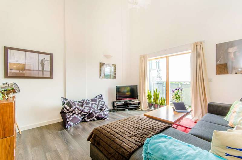 3 Bedrooms Flat for sale in Clock View Crescent, Islington, N7