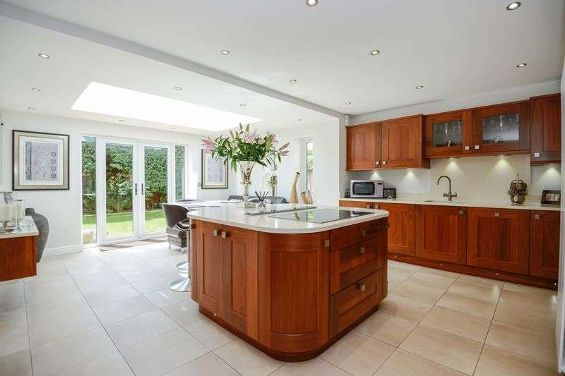 5 Bedrooms Detached House for sale in Moss Delph Lane, Aughton