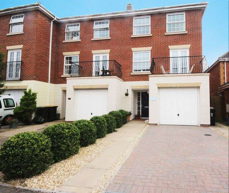 4 Bedrooms Terraced House for sale in Cambrian Gardens, Marshfield