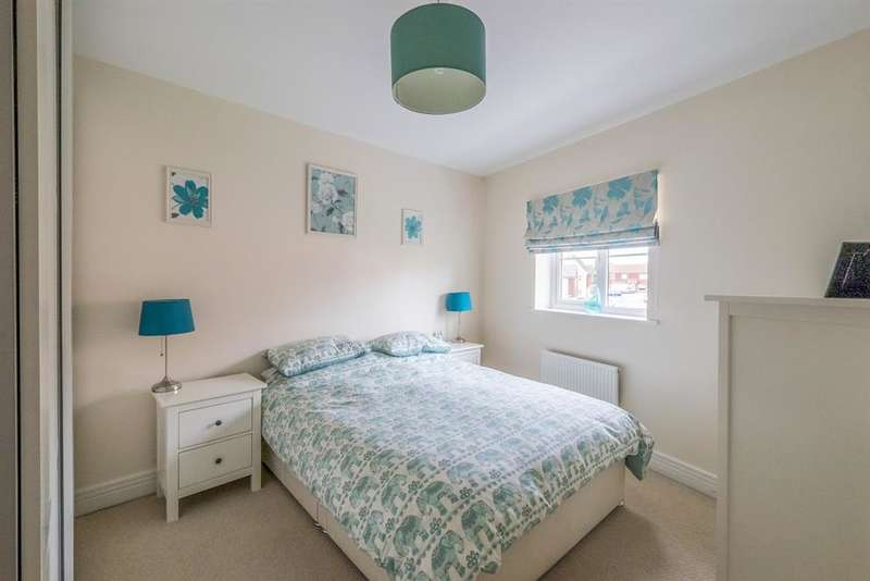 4 Bedrooms Semi Detached House for sale in Rivenhall Way, Hoo, Rochester, Kent