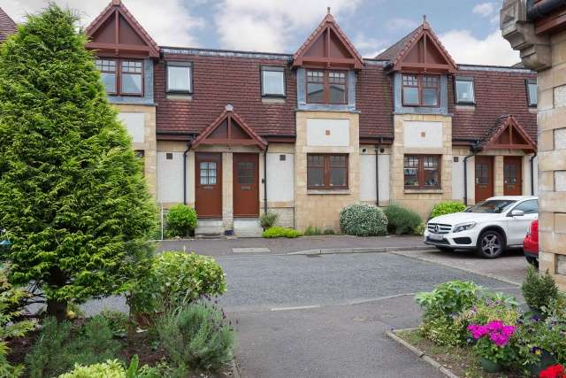 3 Bedrooms Terraced House for sale in Provost Haugh, Currie, Edinburgh, EH14 5DD