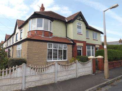 3 Bedrooms Semi Detached House for sale in Beach Road, Thornton-Cleveleys, Lancashire, FY5