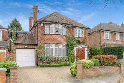 4 Bedrooms Detached House for sale in Cassiobury Drive, Watford, Hertfordshire