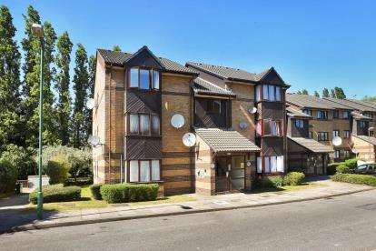 Flat for sale in Harp Island Close, Neasden, London