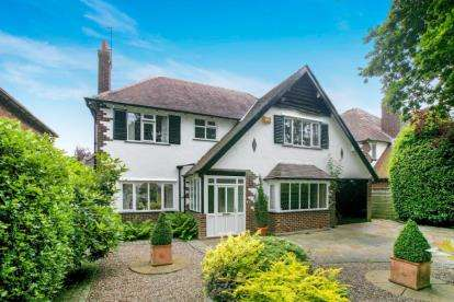 4 Bedrooms Detached House for sale in Broad Walk, Wilmslow, Cheshire