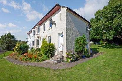 3 Bedrooms Flat for sale in Calderpark Street, Lochwinnoch