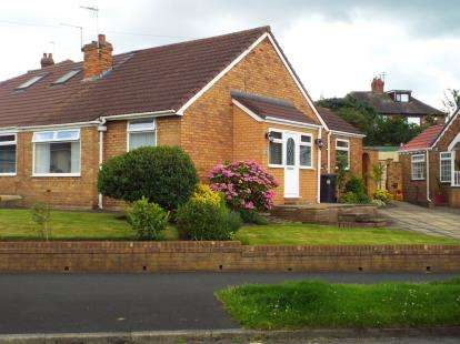 2 Bedrooms Bungalow for sale in Picow Farm Road, Runcorn, Cheshire, WA7
