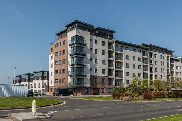 3 Bedrooms Penthouse Flat for sale in Kingsburgh Crescent, Edinburgh, EH5 1JF