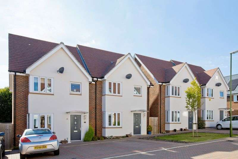 2 Bedrooms Semi Detached House for sale in Brambling Way, Burgess Hill