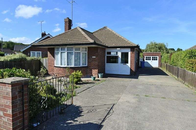 2 Bedrooms Bungalow for sale in Hall Road, Oulton Broad, Lowestoft