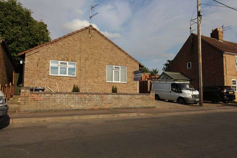 2 Bedrooms Detached Bungalow for sale in Mereside, Soham