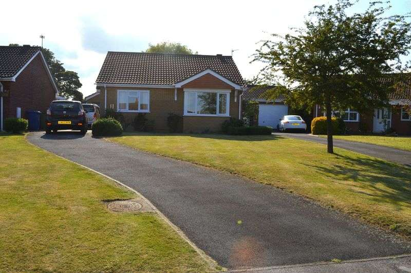 2 Bedrooms Detached Bungalow for sale in Jessop Close, Cherry Willingham