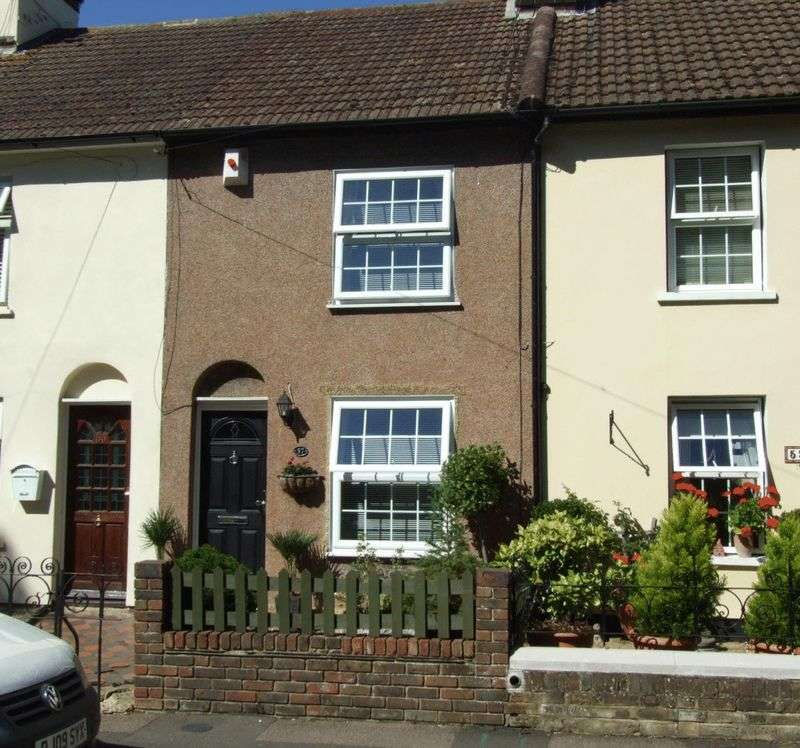 3 Bedrooms House for sale in * A THREE BEDROOM TERRACED COTTAGE SITUATED WITHIN EASY ACCESS OFVILLAGE SHOPS AND TRAIN STATION *