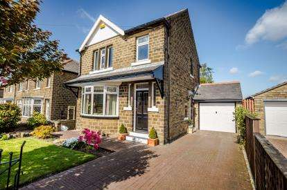 3 Bedrooms Detached House for sale in Broughton Road, Crosland Moor, Huddersfield, West Yorkshire