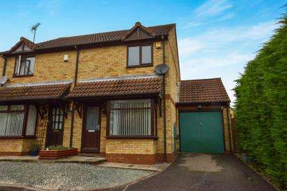 2 Bedrooms Semi Detached House for sale in Parsley Close, Walnut Tree, Milton Keynes, Buckinghamshire
