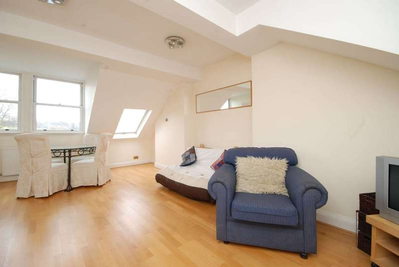 3 Bedrooms Flat for sale in Savernake Road, Hampstead, NW3