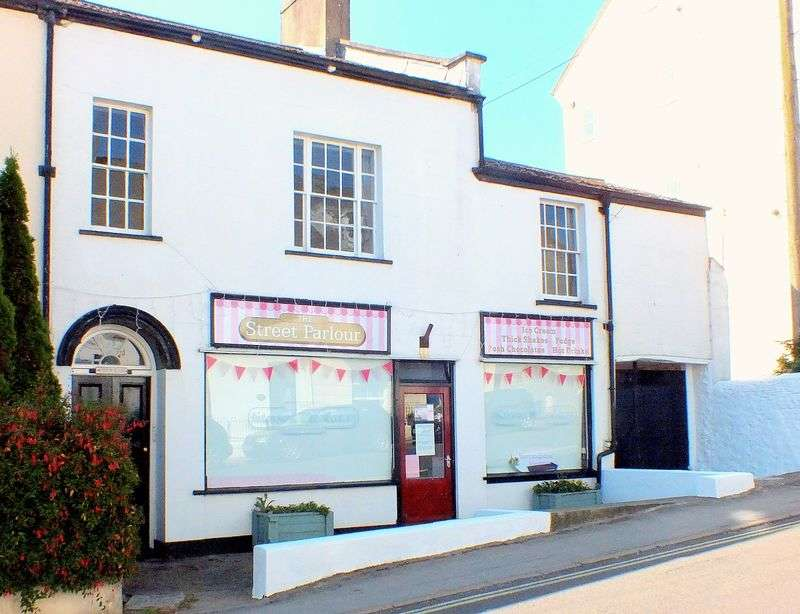 4 Bedrooms House for sale in Winton House The Street Charmouth Dorset