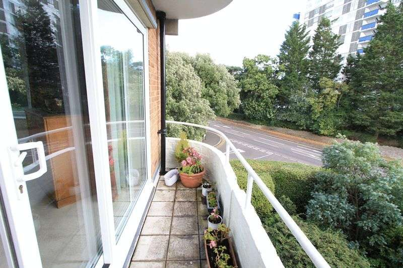 3 Bedrooms Property for sale in Chine Crescent, Bournemouth