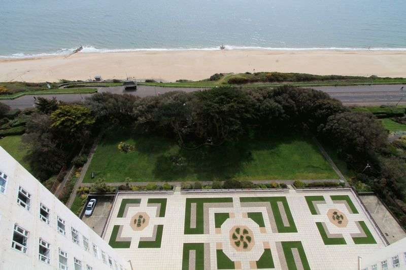 4 Bedrooms Flat for sale in Albany Manor, Bournemouth