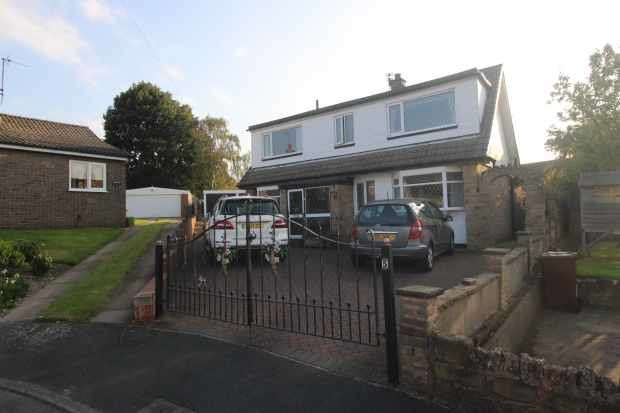 4 Bedrooms Detached House for sale in Friars Close, Pontefract, West Yorkshire, WF7 5LF