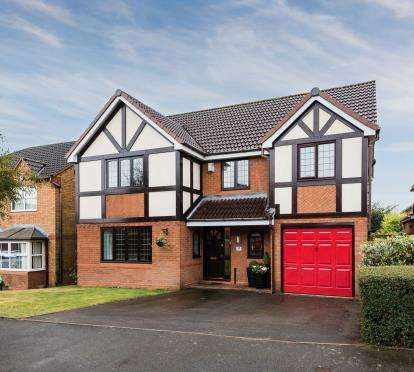 4 Bedrooms Detached House for sale in Long Meadow Road, Lickey End, Bromsgrove