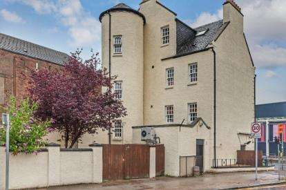 2 Bedrooms Flat for sale in Claythorn Street, Glasgow