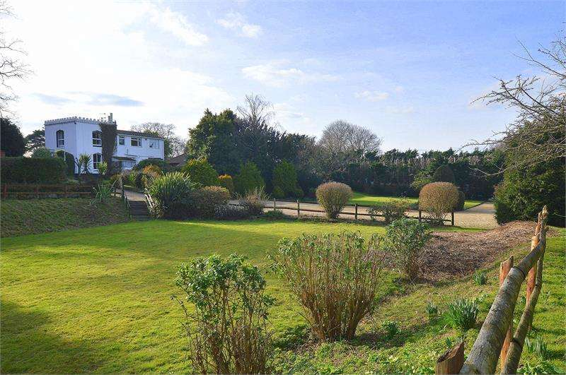4 Bedrooms Detached House for sale in Wimborne Road, Corfe Mullen, Wimborne