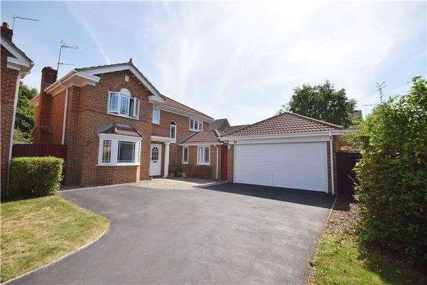 4 Bedrooms Detached House for sale in Thomas Avenue, Emersons Green, BRISTOL, BS16 7TA