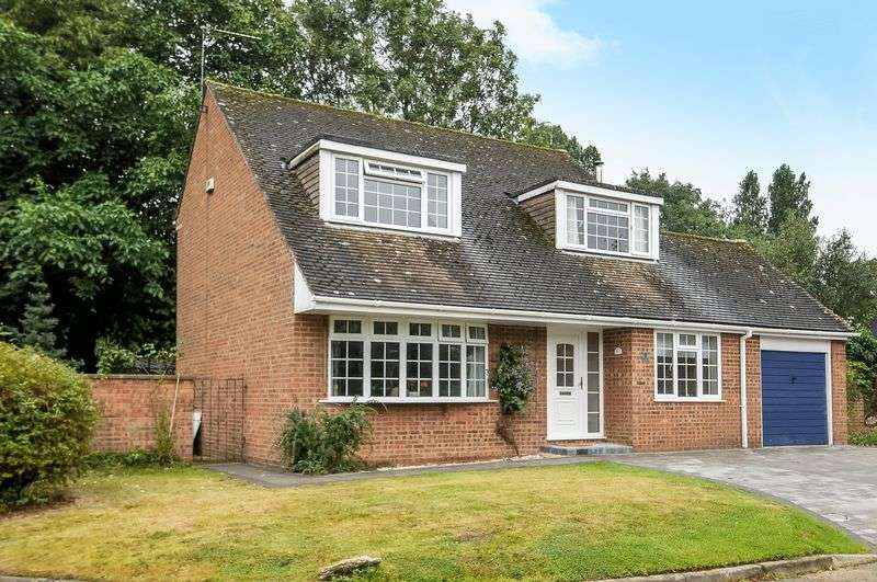 4 Bedrooms Detached House for sale in Emerald Close, East Claydon, Buckinghamshire MK18