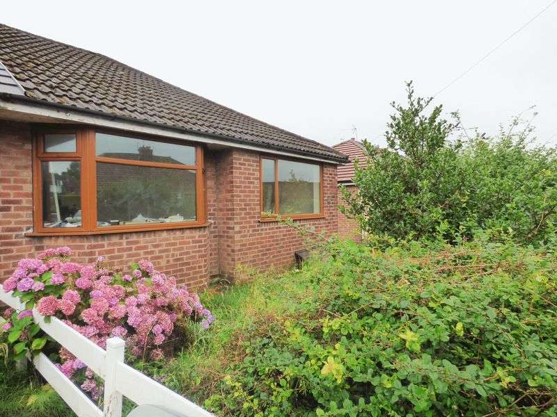 3 Bedrooms Semi Detached Bungalow for sale in Coach House Drive, Shevington