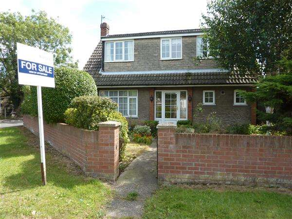 3 Bedrooms Detached Bungalow for sale in RICHARDSON CLOSE, HUMBERSTON, GRIMSBY