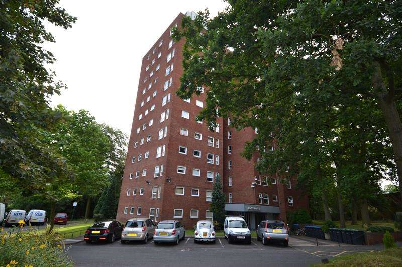 2 Bedrooms Flat for sale in Wake Green Park, Moseley, Birmingham