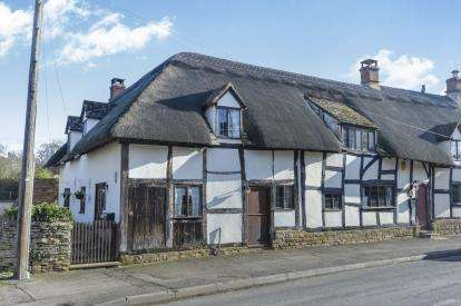3 Bedrooms End Of Terrace House for sale in Willann, High Street, Mickleton, Chipping Campden