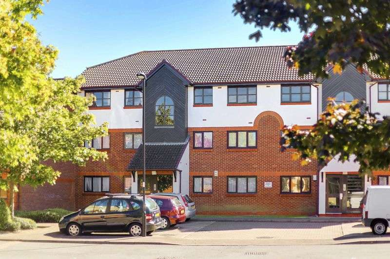 2 Bedrooms Flat for sale in St. Pauls Rise, Palmers Green, N13