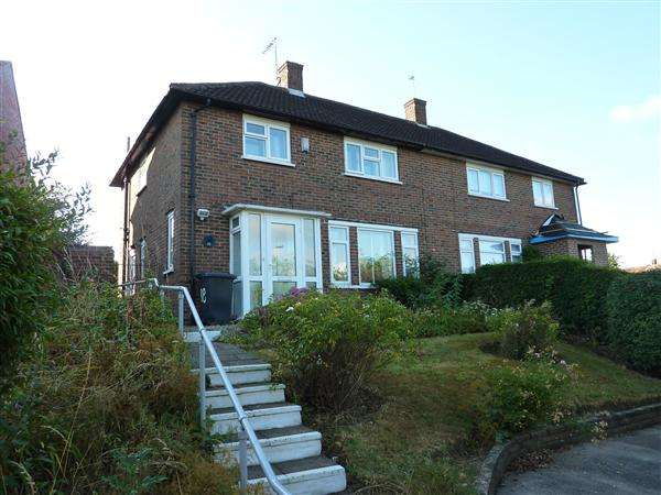 3 Bedrooms Semi Detached House for sale in Stapleton Road, Borehamwood