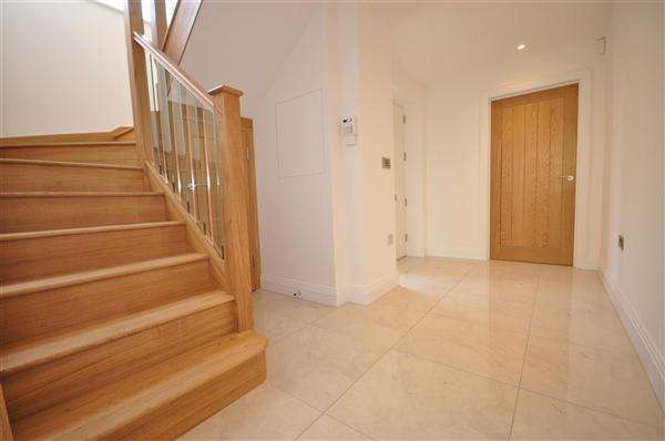 4 Bedrooms Detached House for sale in Chignal Road, Chelmsford
