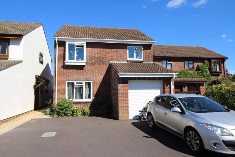 4 Bedrooms Detached House for sale in Poplar Close