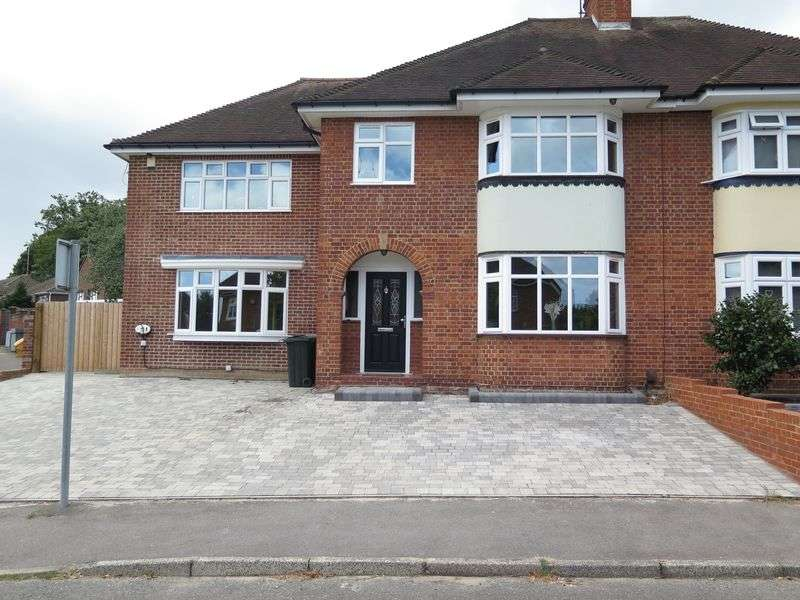 5 Bedrooms Semi Detached House for sale in Woodside Drive, Dartford