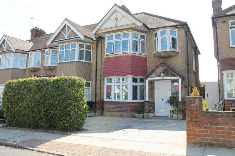 3 Bedrooms Terraced House for sale in Bullsmoor Gardens, Waltham Cross