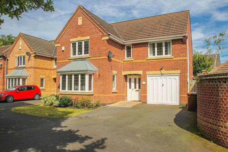 4 Bedrooms Detached House for sale in Curlew Drive, Brownhills, Walsall