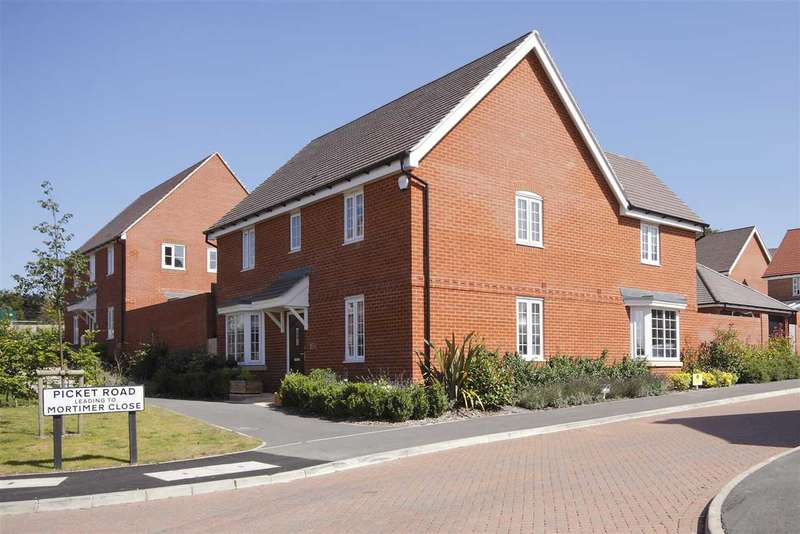 4 Bedrooms Detached House for sale in Picket Road, Picket Piece, Andover