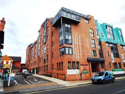 2 Bedrooms Flat for sale in Forest Court, Union Street, Chester, Cheshire, CH1